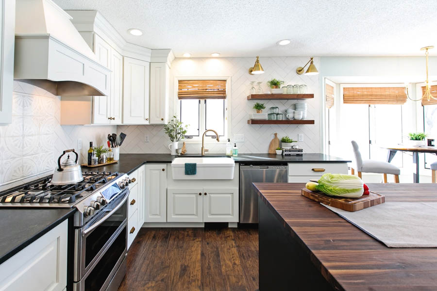 A kitchen using CliqStudios Dayton and Mendota cabinets in white around the perimeter and black for the island.
