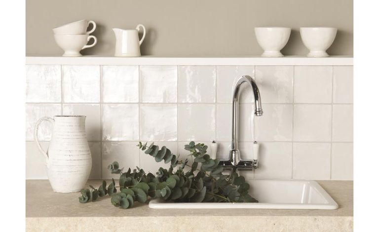 Painting tiles: expert DIY advice on how to paint tiles easily